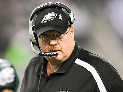 Eagles´ Head Coach Andy Reid looks over at his team late in the third quarter against the Dallas Cowboys. (Yong Kim / Staff Photographer)