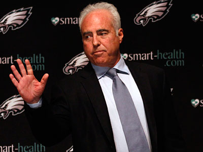 Jeffrey Lurie talks to the media in a postseason press conference. (Laurence Kesteron/Staff Photographer)