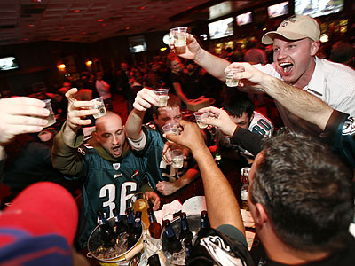 Eagles fans across the region celebrated their team´s 26-14 win over the Vikings in the first round of the NFL playoffs. (Eric Mencher/Staff Photographer)