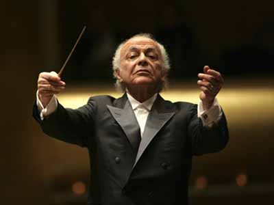 Lorin Maazel conducting the New York Philharmonic in 2007. (AP Photo/Chris Lee)