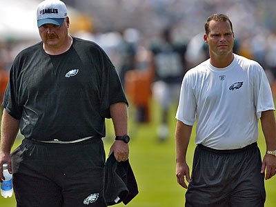 Eagles general manager Tom Heckert (right) is interviewing for a front-office position with the Cleveland Browns. (Yong Kim/Staff file photo)