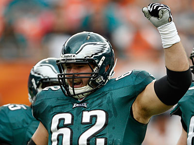 Center Jason Kelce injured his foot in the Eagles´ final game of the year. (Lynne Sladky/AP Photo)