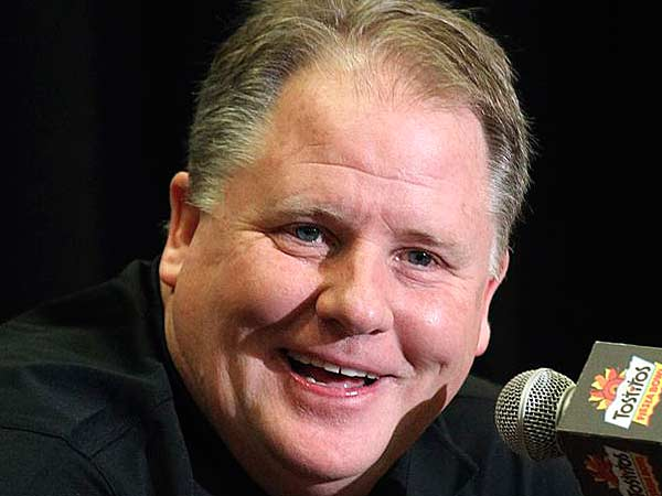 Eagles try to convince Chip Kelly to be their head coach