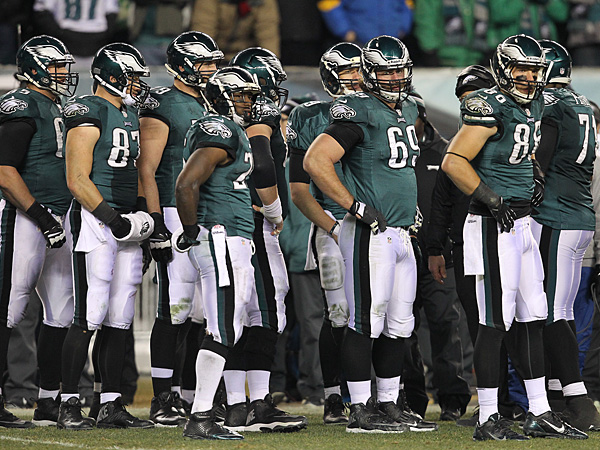 The Eagles´ sideline looks on during the third quarter of their Wild Card game against the Saints.  (David Maialetti/Staff Photographer)