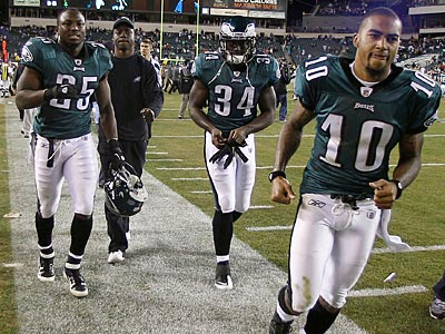The Eagles finished the season with a disappointing 8-8 record. (Yong Kim/Staff Photographer)