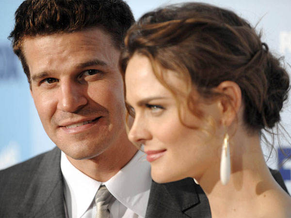 "Actors David Boreanaz and Emily Deschanel from the show ""Bones"" arrives at the Fox Upfront after party at Wollman Rink in Central Park on Thursday, May 15, 2008, in New York. (AP Photo/Peter Kramer)"