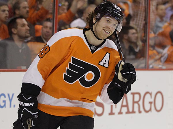 Philadelphia Flyers´ Claude Giroux during an NHL hockey game against the Washington Capitals, Thursday, March 22, 2012, in Philadelphia. (AP Photo/Matt Slocum)