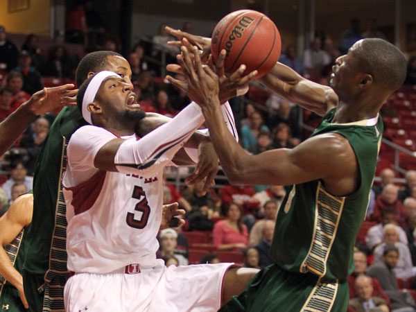 Temple&acute;s Anthony Lee tries to control the basketball against South Florida&acute;s Martino Brock (right), Victor Rudd (center) and John Egbunu<br />(left) in the first half. (Yong Kim/Staff Photographer)