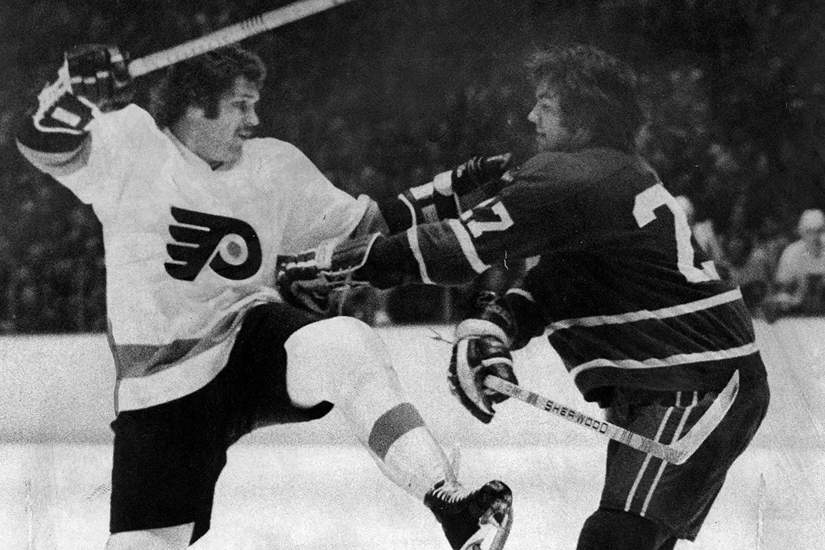Flyers´ Dave Schultz and Canucks´ Harold Snepts back in 1975.