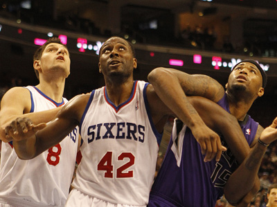 Sixers Nikola Vucevic watches as Elton Brand boxes out Kings DeMarcus Cousins. (Ron Cortes / Staff Photographer)