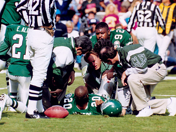 In 2006, former Philadelphia Eagles player Andre Waters committed suicide by shooting himself in Tampa. (AP file photo)