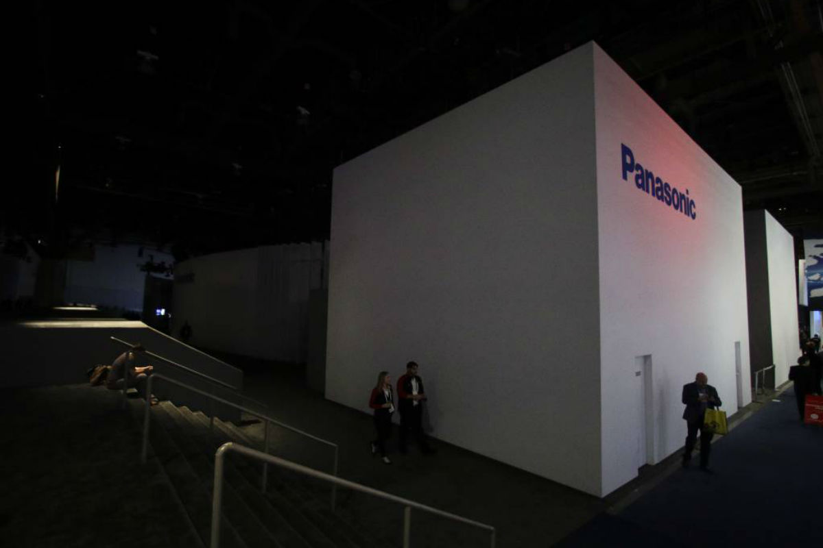 The central hall at the Las Vegas Convention Center is evacuated after a power outage during CES International, Wednesday, Jan. 10, 2018, in Las Vegas.