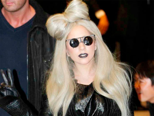 Lady Gaga writes a very public letter to Kelly Osbourne.