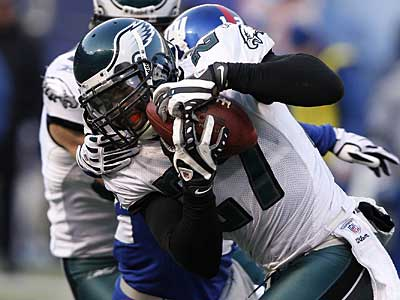 Eagles safety Quintin Mikell intercepts an Eli Manning pass in the fourth quarter of Sunday´s 23-11 win over the Giants. ( David Maialetti / Staff Photographer )