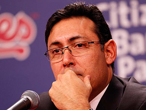 Ruben Amaro Jr. looks at the Phillies and, like you, he doesn´t know what to expect in 2013. (Yong Kim/Staff file photo)