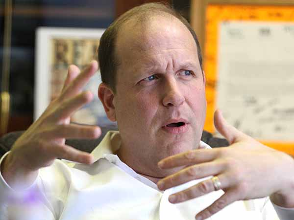 "State Sen. Daylin Leach, 51, a Main Line Democrat, is fighting a lone-wolf campaign to legalize marijuana in Pennsylvania, a cause even he says has not caught fire. To him, it makes no sense to spend a quarter-billion dollars to arrest and convict 25,000 people each year in Pa. ""for what I did in high school and college.""   He discusses the issue in his office.  ( Charles Fox / Staff Photographer )"