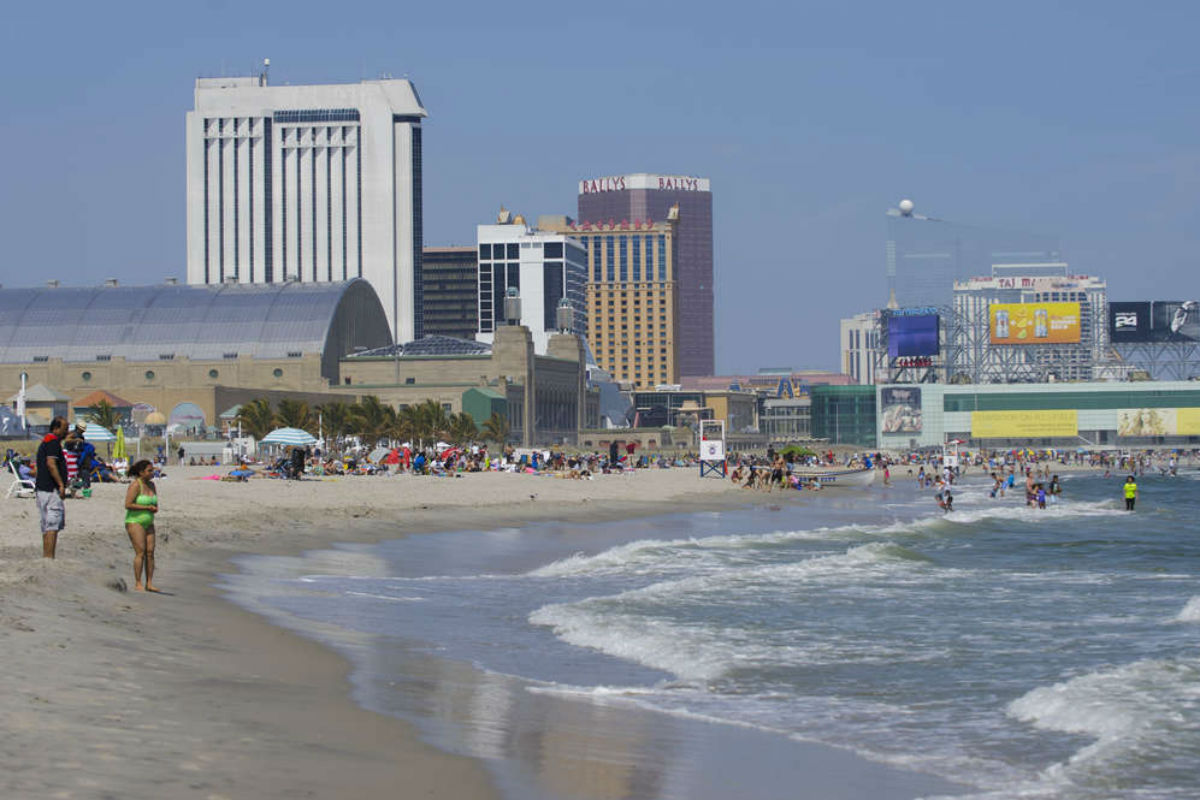 is a casino in the city Visit the golden nugget resort and casino in atlantic city.