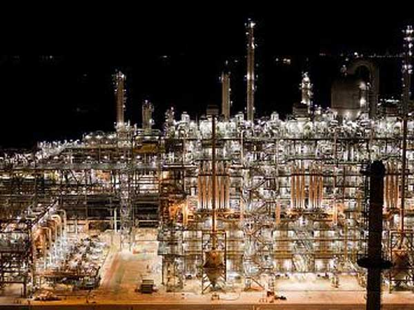 Shell´s ethane facility in Singapore. (Photo from Shell Chemical and PublicSource.org)