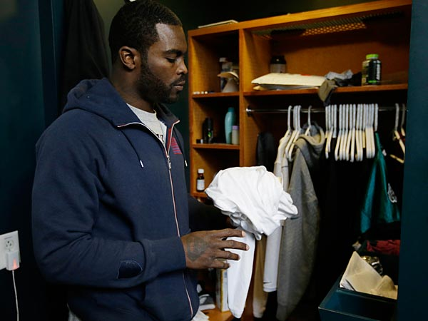 Philadelphia Eagles quarterback Michael Vick speaks to members of the media as he cleans out lockers at the team´s NFL football training facility, Monday, Dec. 31, 2012, in Philadelphia. The Eagles had a season-ending 42-7 loss to the New York Giants on Sunday, and head coach Andy Reid was fired Monday. (AP Photo/Matt Rourke)
