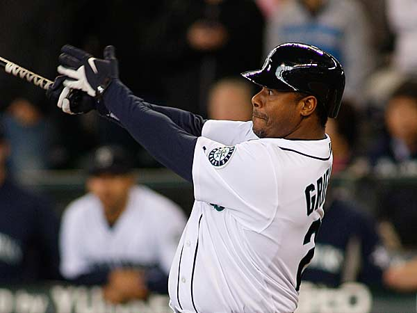 Seattle Mariners´ Ken Griffey Jr. a game-winning, RBI pinch-hit single in the ninth inning of an baseball game against the Toronto Blue Jays, Thursday, May 20, 2010, in Seattle. (Ted S. Warren/AP)