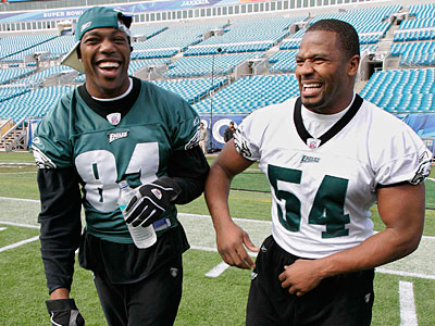 Terrell Owens and Jeremiah Trotter share a lighter moment before the 2005 Super Bowl. (Rusty Kennedy/AP file photo)