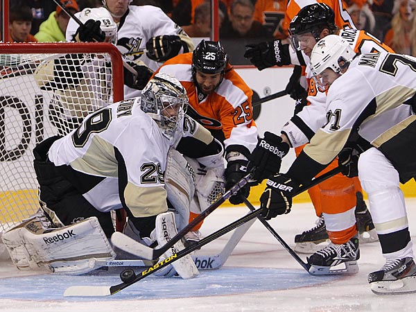 Flyers Maxime Talbot can&acute;t score on Penguins goalie Marc-Andre Fleury<br />in first period. (Ron Cortes / Staff Photographer)