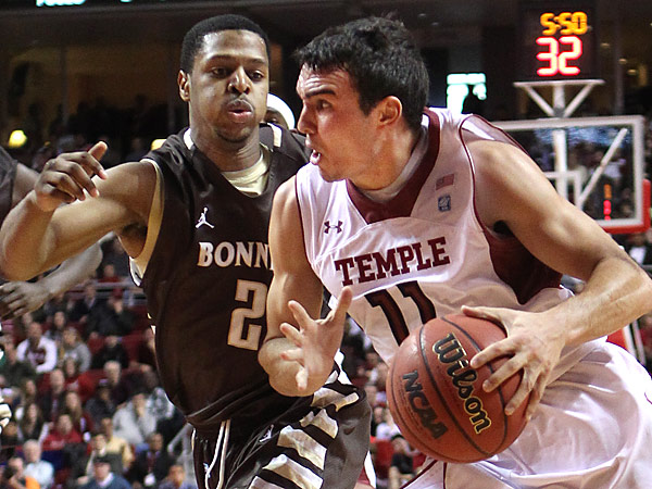 Temple´s T.J.DiLeo, right, drives past St. Bonaventure´s Eric Mosely. (Michael Bryant/Staff Photographer)