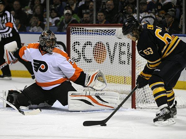 <br /><br />Philadelphia Flyers goaltender Ilya Bryzgalov, of Russia, gets ready for a shot by Buffalo Sabres&acute; left winger Tyler Ennis during the first period of an NHL season opener hockey game in Buffalo, N.Y., Sunday, Jan. 20, 2013. (AP Photo/Gary Wiepert)