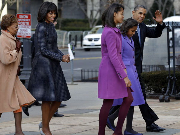 President Barack Obama, accompanied by his daughters Sasha and Malia, first lady Michelle Obama and mother-in-law Marian Robinson, waves as they arrive at St. John´s Church in Washington, Monday, Jan. 21, 2013, for a church service during the 57th Presidential Inauguration. (AP Photo/Jacquelyn Martin)