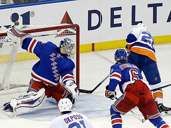 The Islanders´ Thomas Vanek shoots the puck past Rangers goalie Cam Talbot. (Frank Franklin II/AP)