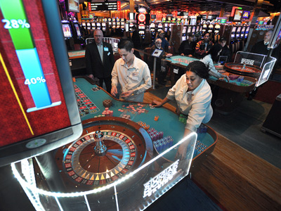At SugarHouse Casino, Kevin Dang and Shona Beard work the roulette tables. (Sharon Gekoski-Kimmel / Staff Photographer)