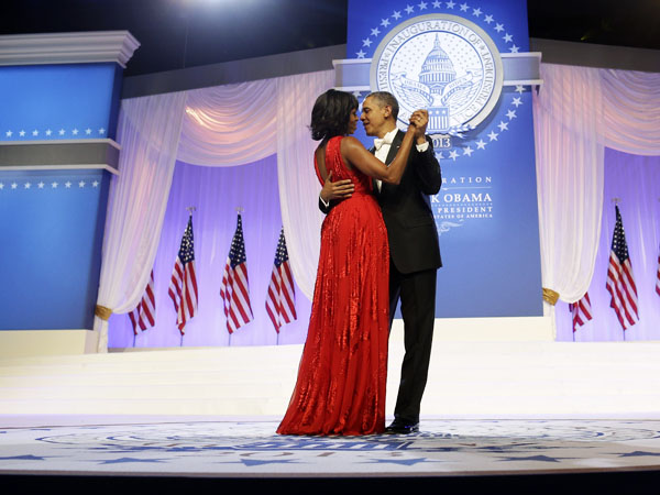 "President Barack Obama and first lady Michelle Obama dance as singer Jennifer Hudson sing Al Green´s ""Let´s Get Together"" at the Inaugural Ball at the Washington Convention Center during the 57th Presidential Inauguration in Washington, Monday, Jan. 21, 2013. (AP Photo/Charles Dharapak)"