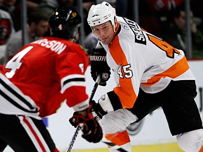 Flyers Jody Shelley (right) tries to get past Blackhawks Niklas Hjalmarsson in the third period. (Charles Cherney/AP Photo)