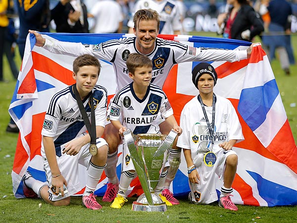 David Beckham poses with sons (from left to right) Brooklyn, Romeo and Cruz after last season´s MLS Cup final. (Jae C. Hong/AP file photo)