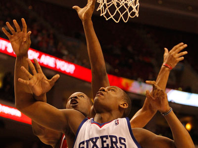 Lavoy Allen boxes out the Wizards´ Kevin Seraphin. (Ron Cortes / Staff Photographer)