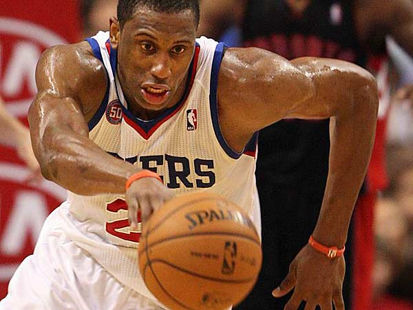 Thaddeus Young steals the ball from Raptors´ Kyle Lowry during the 4th quarter at the Wells Fargo Center in Philadelphia, Friday, January 18, 2013. (Steven M. Falk/Staff Photographer)