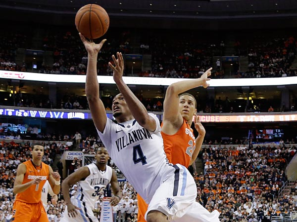 Villanova&acute;s Darrun Hilliard drives to the basket past Syracuse&acute;s<br />Brandon Triche during the second half of an NCAA college basketball<br />game, Saturday, Jan. 26, 2013, in Philadelphia. Villanova won 75-71 in<br />overtime. (AP Photo/Matt Slocum)
