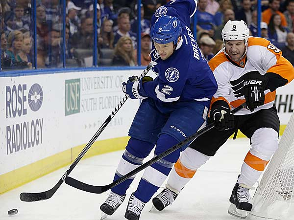 Tampa Bay Lightning defenseman Eric Brewer (2) works against Philadelphia Flyers right wing Mike Knuble (9) behind the goal during the first period of an NHL hockey game Sunday, Jan. 27, 2013, in Tampa, Fla. (Chris O´Meara/AP)