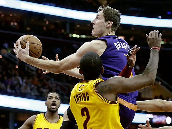 Goran Dragic leads the Phoenix Suns in scoring with 19.3 points per game. (Mark Duncan/AP file photo)