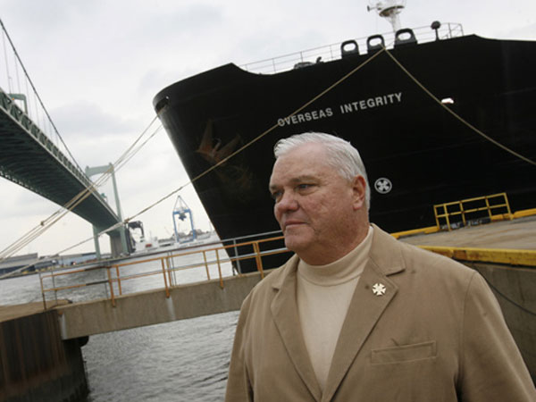 State Rep. Bill Keller at the Packer Marine Terminal in November 2008. His office and his sporting good store were raided by federal agents on Aug. 18, 2010. (Charles Fox / Staff Photographer)