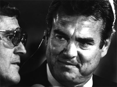 Tom Brookshier (right) calls an Eagles game in 1987. Brookshier played on the Eagles´ 1960 championship team. (Staff photo)