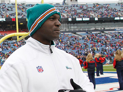 The Eagles are set to hire former Dolphins interim head coach Todd Bowles as their defensive backs coach. (Derek Gee/AP)