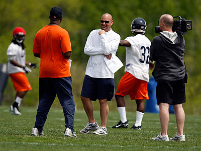 Bears defensive backs coach Jon Hoke (center) is a candidate to be the Eagles´ new defensive coordinator. (Stacey Wescott/Chicago Tribune)