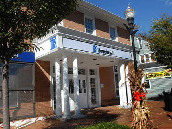 The moorestown branch of Beneficial Bank. (April Saul / Staff Photographer)