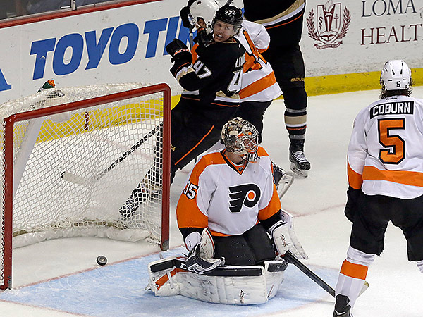 The Flyers suffered their fifth loss in the last six games and fell out of a playoff spot. (AP)