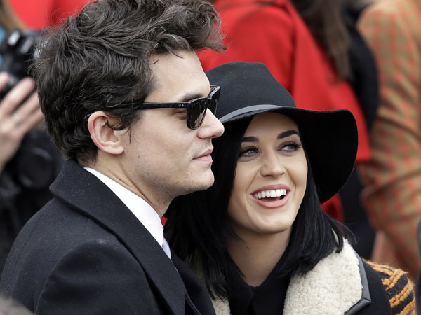 John Mayer and Katy Perry arrive at the ceremonial swearing-in for President Barack Obama at the U.S. Capitol during the 57th Presidential Inauguration in Washington, Monday, Jan. 21, 2013. (AP Photo/J. Scott Applewhite