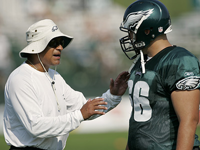 Eagles offensive line coach Juan Castillo has been named the team´s new defensive coordinator. (AP Photo)