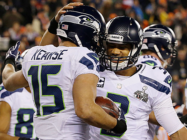 The Seahawks´ Jermaine Kearse celebrates with teammate Russell Wilson. (Ted S. Warren/AP)