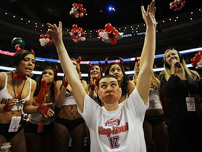 """John """"Super Squibb"""" Squibb of Berlin. N.J., won this year´s Wing Bowl by eating 203 chicken wings. (Alejandro A. Alvarez/Staff Photographer)"""