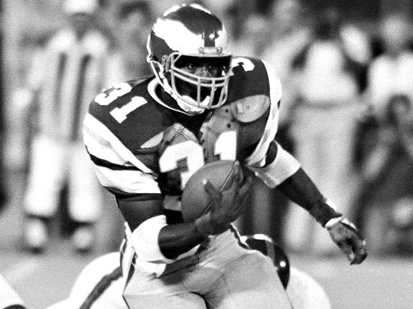 Eagles Wilbert Montgomery leaves a New York Giant defender behind as he takes pass and runs for five yards on Monday, Sept. 23, 1980 in game at Philadelphia. Montgomery was game?s leading rusher with 87 yards and picked up 67 yards from passes. Eagles won 35-3. (AP Photo/Murray)